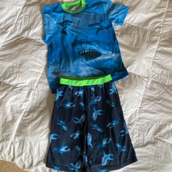 Wonder Nation shark pajama set EUC